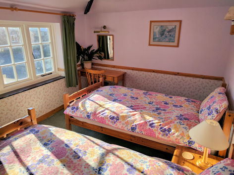 Upstairs twin bedroom, Jasmine Cottage self catering holiday accommodation, near Bath, Wiltshire